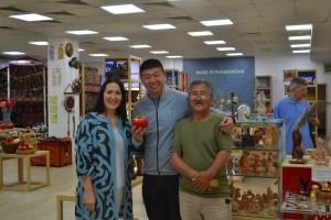 """Ян Вей, известный маркетолог и блогер в гостях в Центре Ремесленников """"Qazaq-Oner"""""""