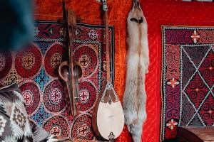 Домбыра - самый любимый и распространенный инструмент казахов